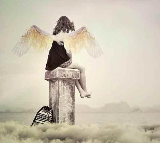ангел помогает человеку