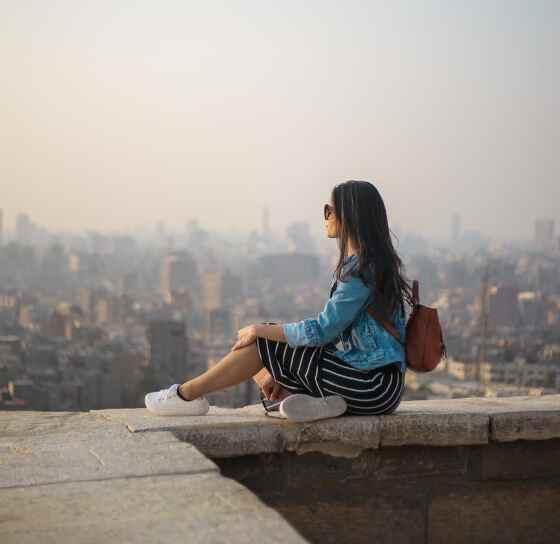 девушка ждет